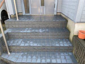 玄関前階段タイルの滑り止め工事